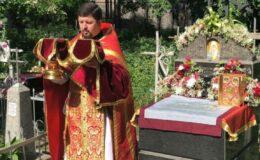 Божественная Литургия на Лукьяновском кладбище