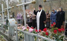 На Святошинском кладбище молитвенно почтили память убиенных схимонахини Серафимы и ея послушницы Александры (†26.10.1943 г.)